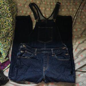 women's levi's overalls